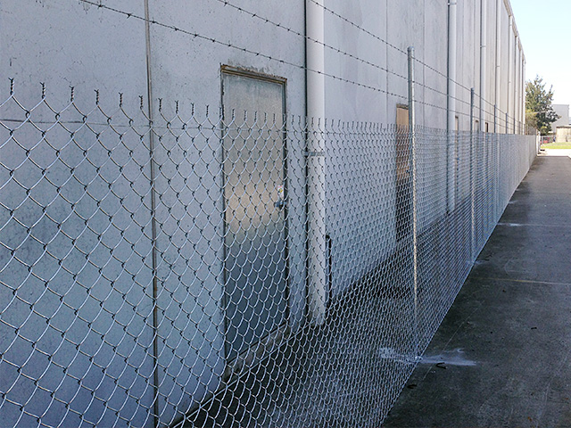 Chain mesh security fencing