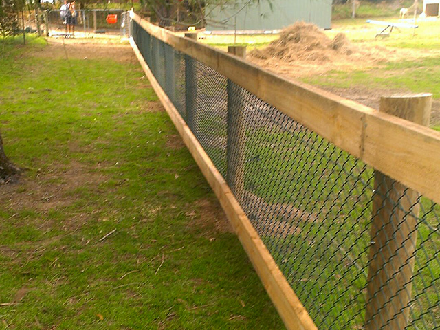 Post & rail chainmesh fence RSPCA